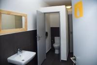 Společná koupelna na patře